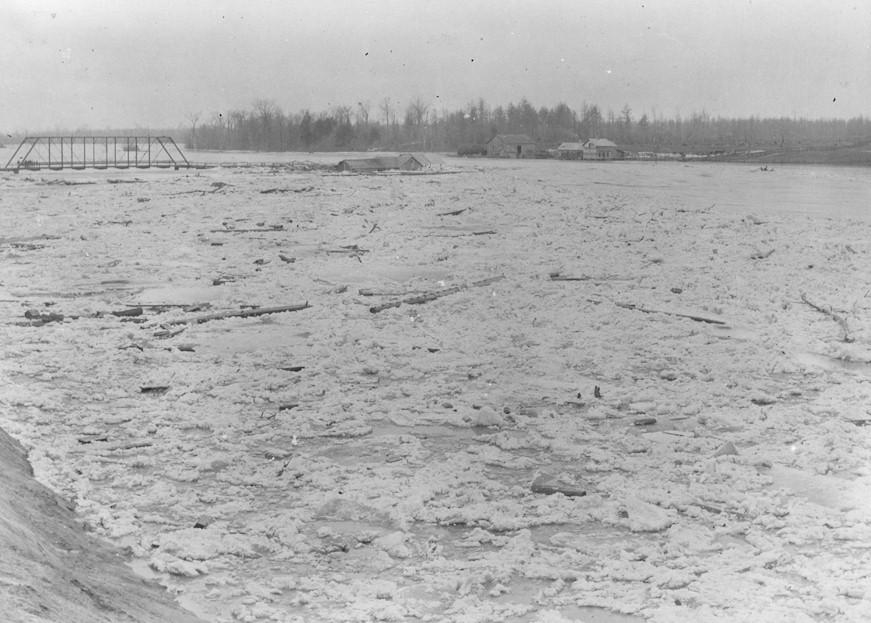 Black and white image of 1904 Flood