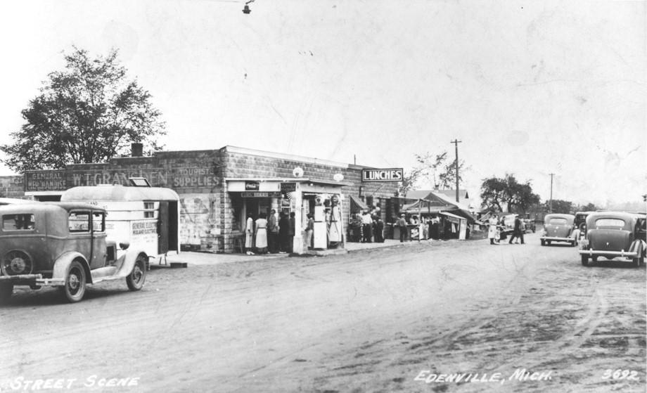 Black and white image of Edenville Street Scene